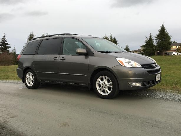 2004 toyota sienna xle leather sunroof low km saanich victoria mobile. Black Bedroom Furniture Sets. Home Design Ideas