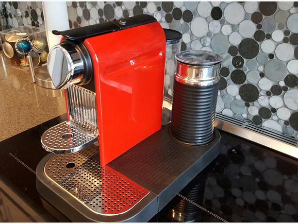 Nespresso Citiz Espresso Maker with Milk Frother Central Ottawa (inside green -> Nespresso Ottawa