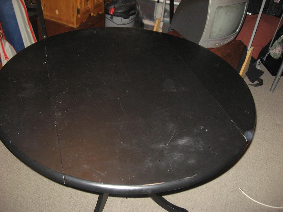 Nice very dark black round leaf kitchen table central for Black round kitchen table with leaf