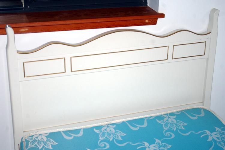 Queen anne bedroom furniture 7 piece victoria city victoria for Queen anne bedroom furniture