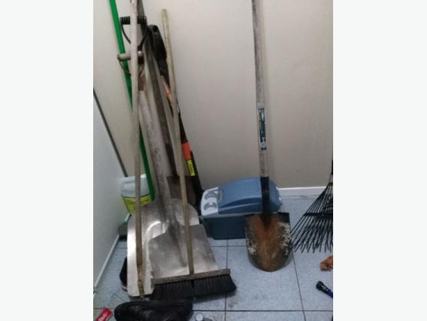 Shovels ice chopper garden claw and more central ottawa for Gardening tools ottawa