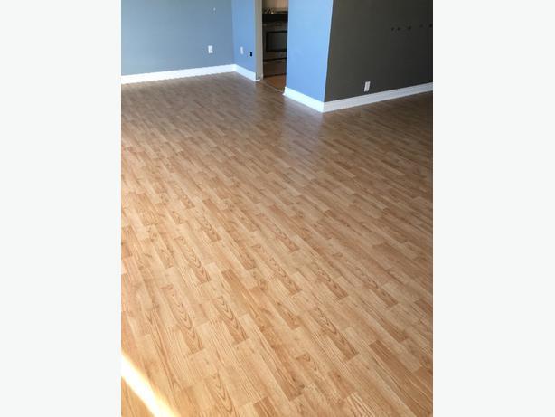 Free oak laminate flooring 1000 square feet malahat for Square laminate flooring