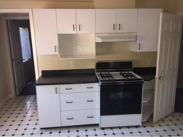 Full kitchen cabinet set victoria city victoria for Full kitchen cabinet set