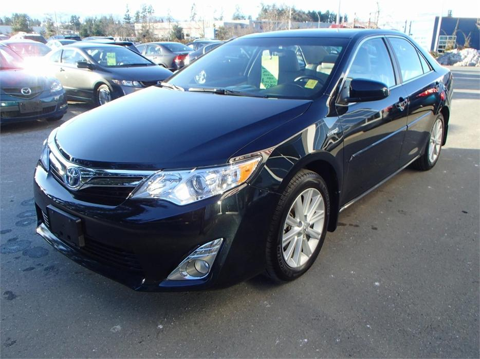 2013 toyota camry hybrid xle outside nanaimo nanaimo mobile. Black Bedroom Furniture Sets. Home Design Ideas