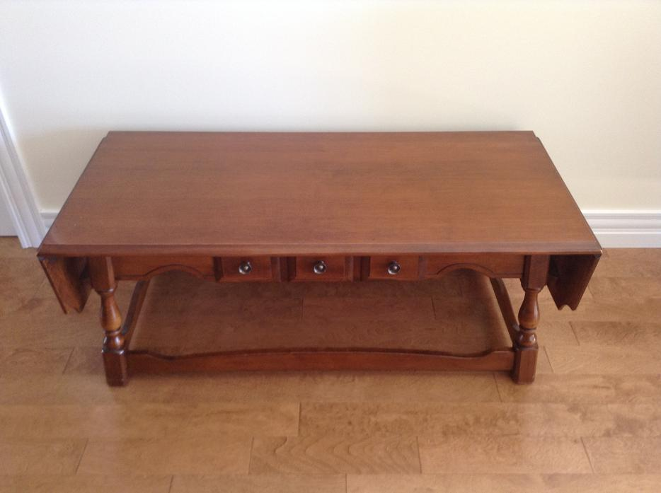 Vilas coffee table Cornwall PEI : 57442123934 from www.usedpei.com size 934 x 697 jpeg 45kB