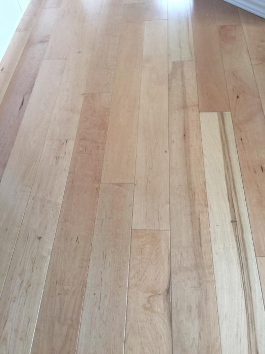 Free hardwood flooring about 50 60 square feet oak bay for Hardwood floors kelowna
