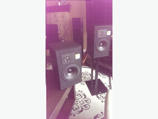 JBL TLX 12 Bookshelf Studio Monitors APi Metal Stands