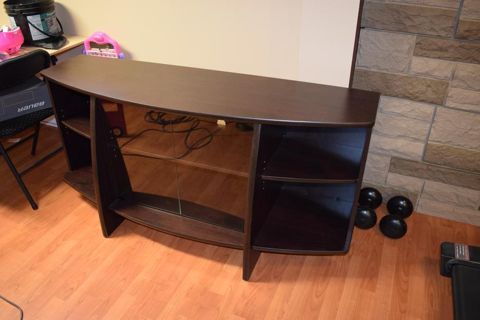 Oak Colored TV Stand Table Table couleur chene pour television Gatineau Sect -> Table Pour Tele