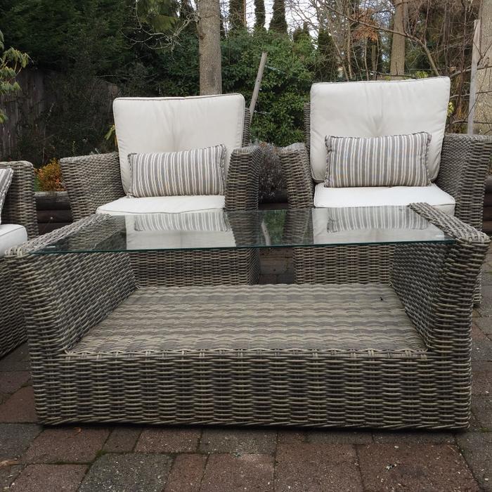 Set of outdoor furniture oak bay victoria for Outdoor furniture kelowna