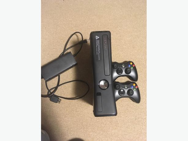 Xbox360 + 2 controllers + games