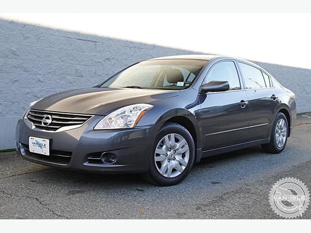 2010 Nissan Altima 76,000Km