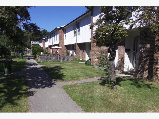 Avail. Mar  Superb  3 bedrooms Thornhill 85 Henderson Avenue Townhomes
