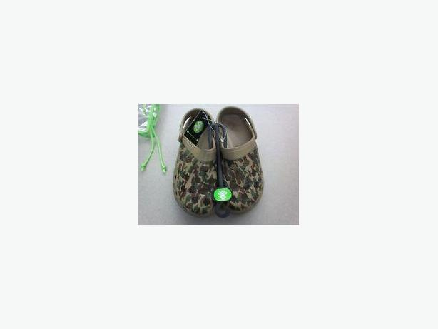 Almost New Lady DAWGS Clogs Size 5 In Nice Camouflage Design