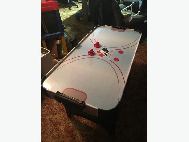 Canada Air Hockey Table