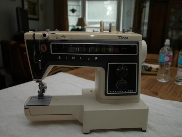 "SINGER Sewing Machine, model 560 Electronic ""DIANA"""