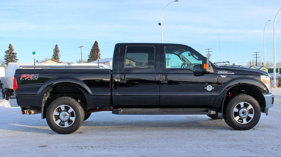 2016 ford super duty f 350 crew cab lariat 4x4 diesel navigation outside south saskatchewan. Black Bedroom Furniture Sets. Home Design Ideas