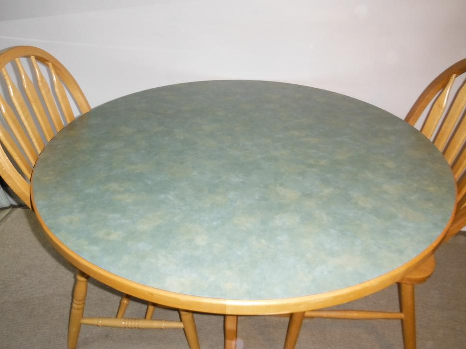 Solid Maple Wood Kitchen Pedestal Table and 2 Chairs  : 57506513934 from www.usedvictoria.com size 934 x 700 jpeg 51kB