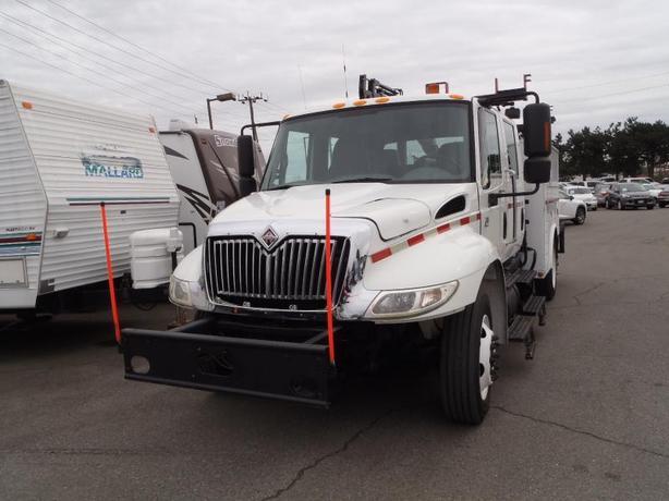 2005 International 4300 DT466 Service Truck with Hiab 027 Crane