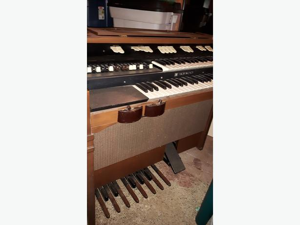 Hammond Organ L112 and Leslie 120 Speaker