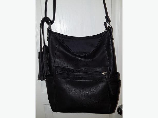 LARGE BLACK PURSE WITH ADJUSTABLE SHOULDER STRAP