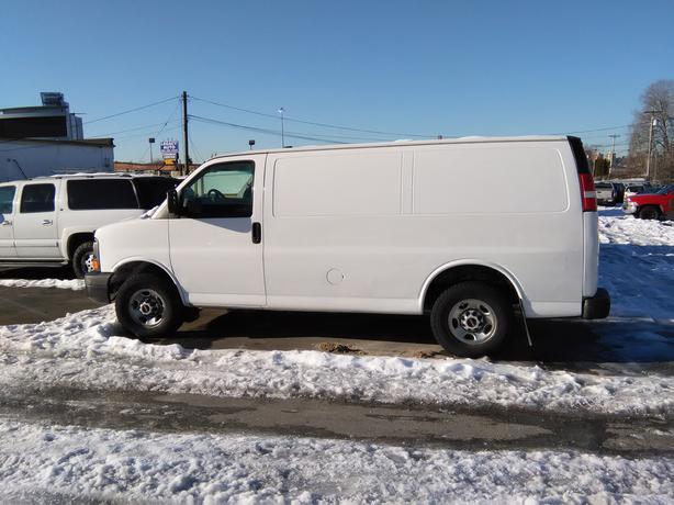 2007 GMC Savana 2500 Cargo Van