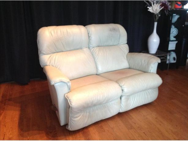 Reclining Leather Sofa Lazyboy Maple Bay Cowichan