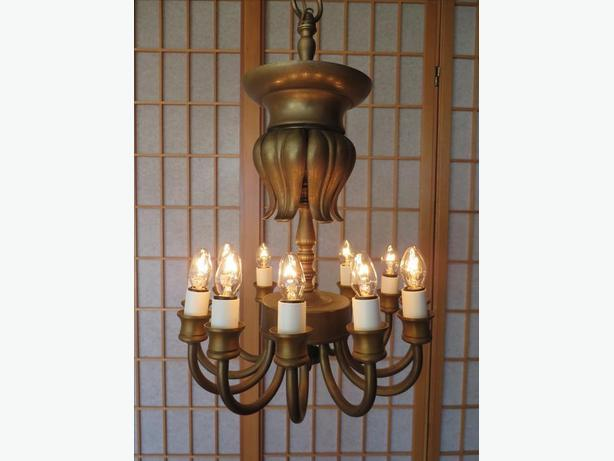 CLASSIC  12 CANDLE  BRONZE ANTIQUE FIXTURE