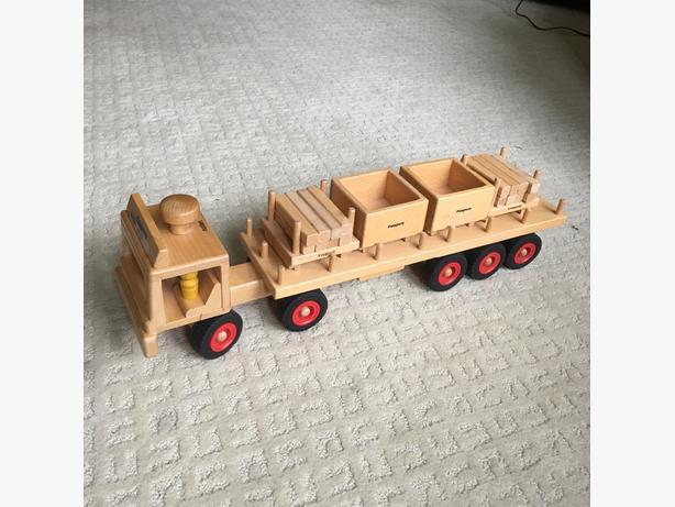 """""""Fagus"""" birch wood truck"""