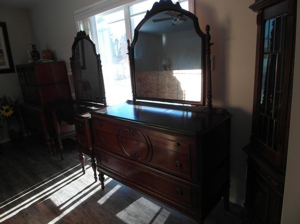 set of 2 dressers/vanity/foyer table?