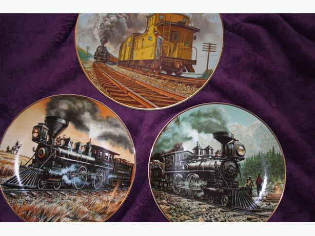 TRAIN THEME COLLECTOR PLATES SET