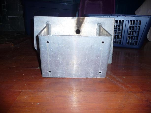 Aluminum kicker bracket