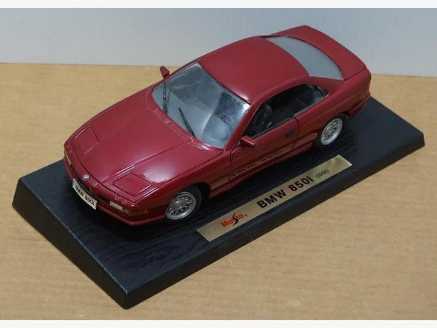 """BMW 850i 1990"" Die-Cast 1:18 Scale Model by Maisto – Good Condition"
