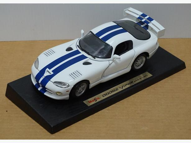 """Dodge Viper GTS-R 1997"" Die-Cast 1:18 Scale Model by Maisto – Good Condition"