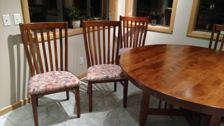 60quot round dining room table with 6 chairs Central Saanich  : 57536282934 from www.usedvictoria.com size 934 x 525 jpeg 66kB