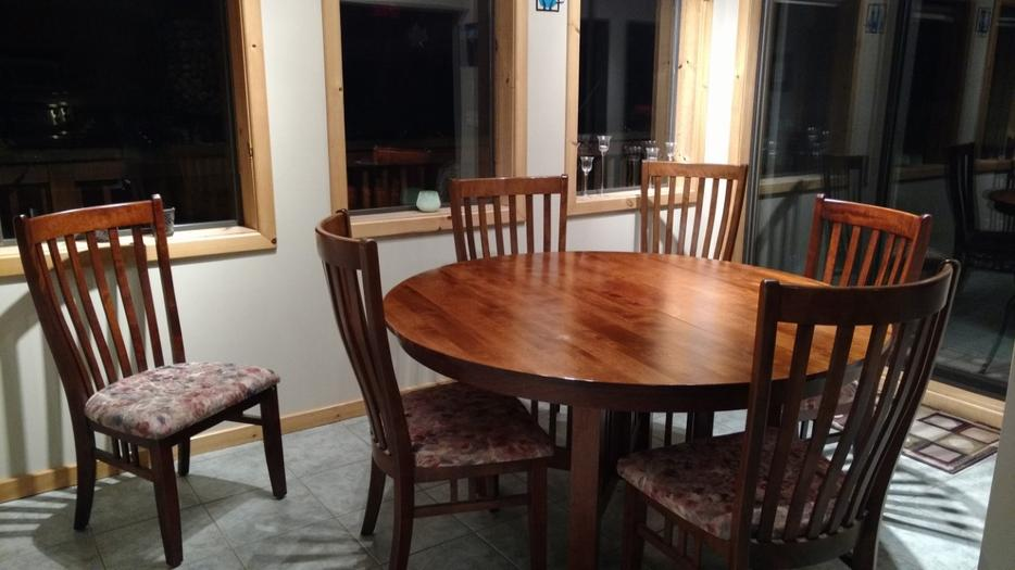60quot round dining room table with 6 chairs Central Saanich  : 57536284934 from www.usedvictoria.com size 934 x 525 jpeg 63kB