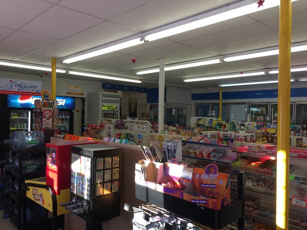 GREAT CONVENIENCE STORE FOR SALE !