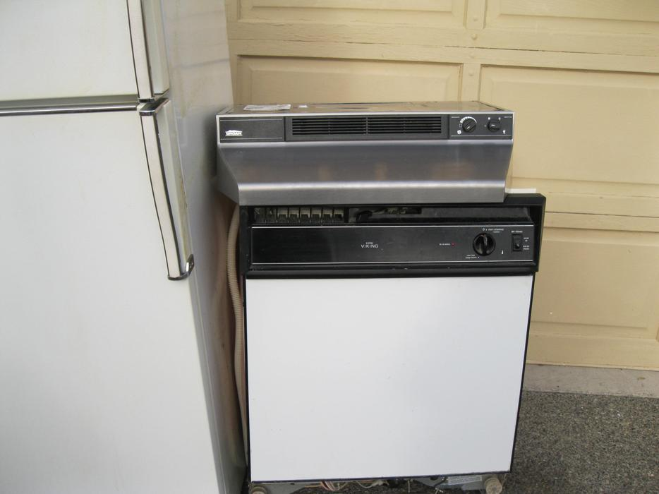 white apartment size 24 dishwasher saanich victoria