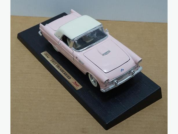 """Ford Thunderbird 1955"" Die-Cast 1:18 Scale Model by Road Signature"