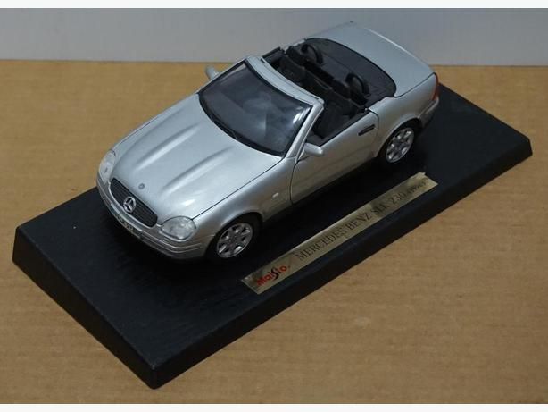 """Mercedes Benz SKL 230 1996"" Die-Cast 1:18 Scale Model by Maisto"