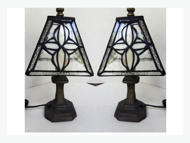 Attractive PAIR(2) of Lovely Tiffany Style Table Lamps