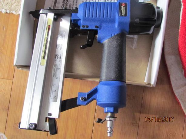 New Campbell Hausfeld 18 gauge Brad Nailer & Stapler