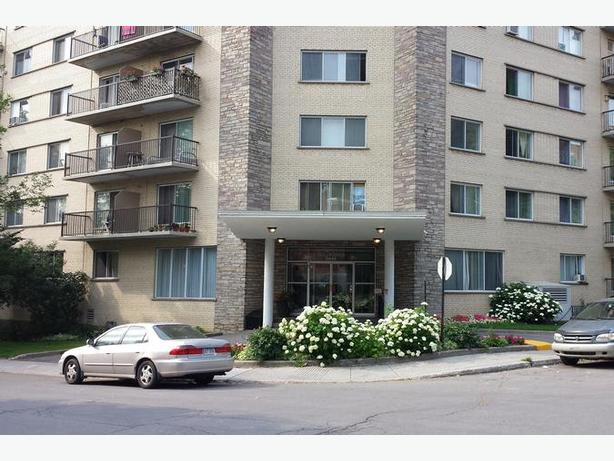 Disp. maint. Mignon  4 1/2 NDG Appartements Bahama - Avail. now Clean  2 bedroo