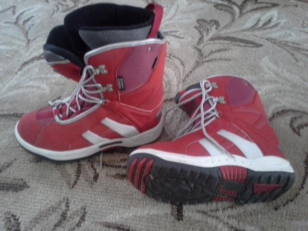Size 40 or 7.5 Snowboard boots(fit big, I'd say 8 or 8.5)