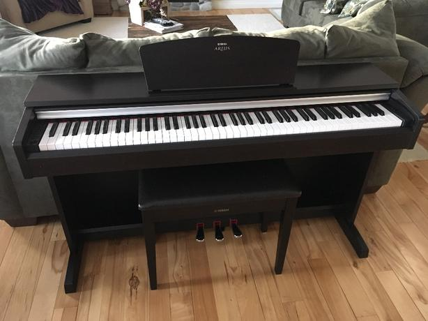 Yamaha Arius digital piano