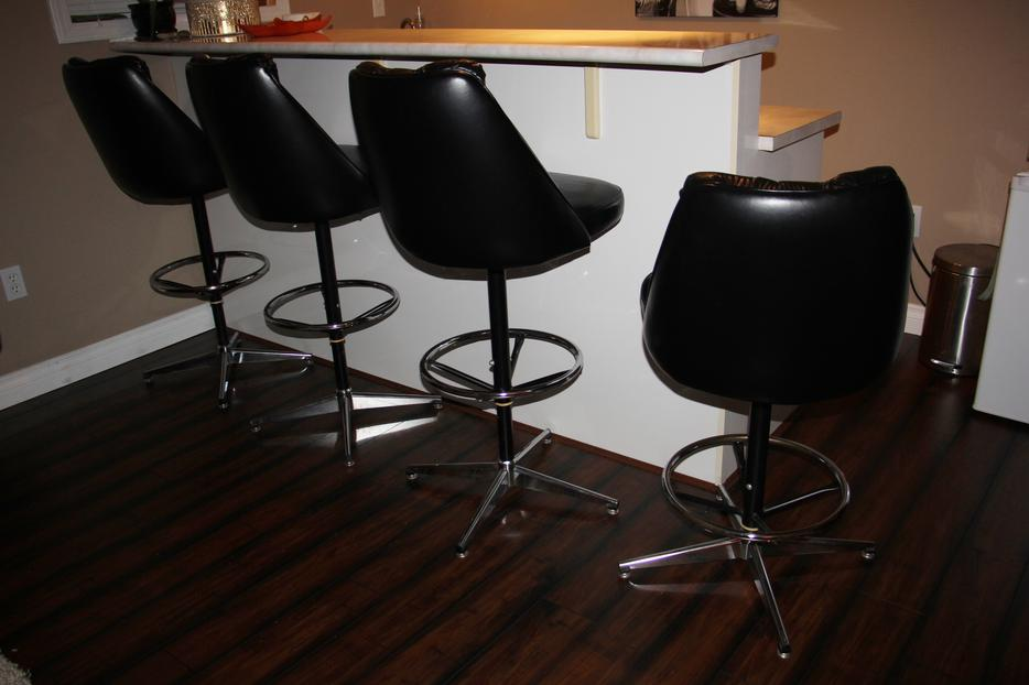 Quality bar stools Comfortable Adjustable North Nanaimo  : 57580335934 from www.usednanaimo.com size 934 x 622 jpeg 50kB