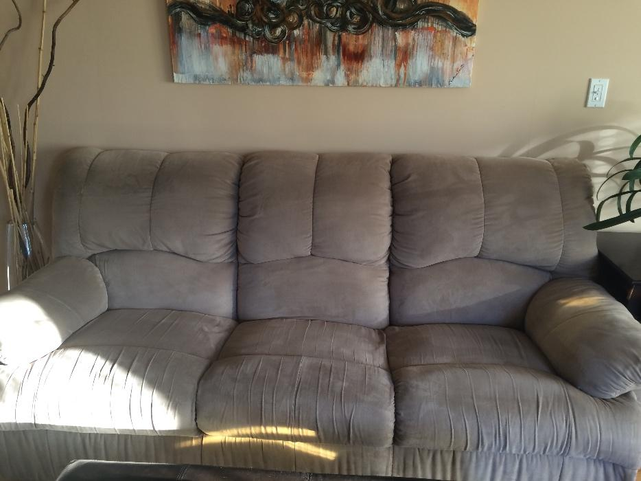 Large Reclining Couch Sofa With Matching Love Seat Victoria City Victoria