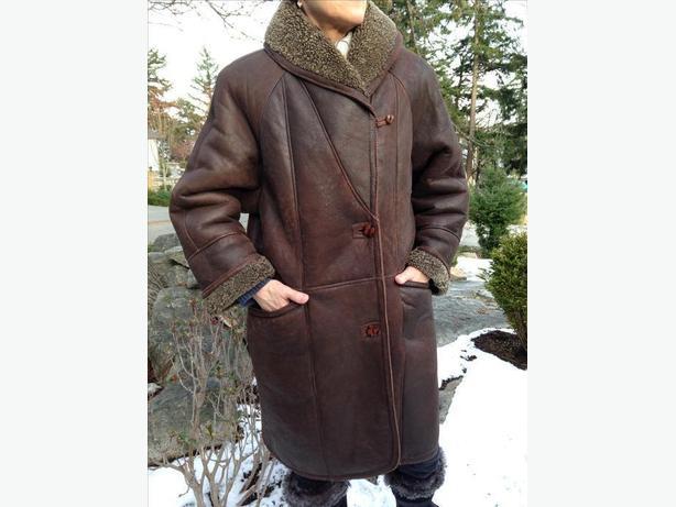 Sheepskin Knee-length coat