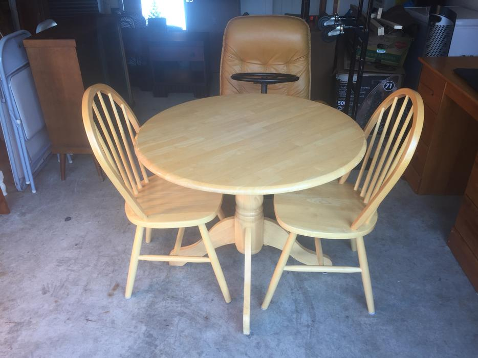 apartment size solid rubberwood tables and chairs west shore langford