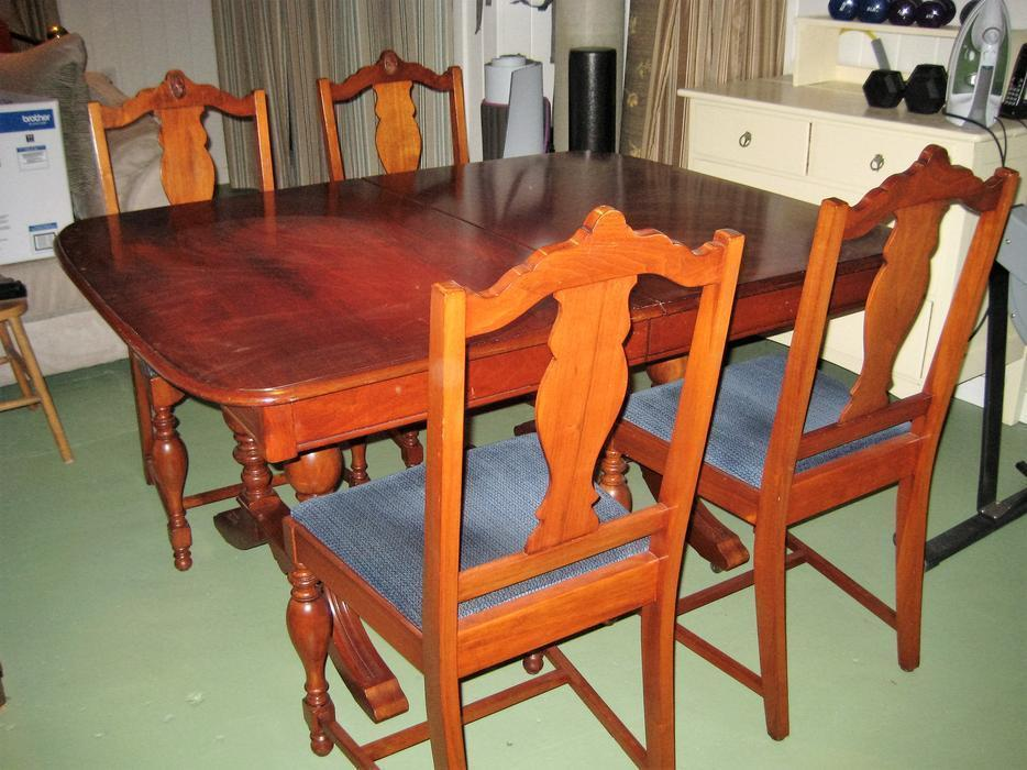 Dining room table and chairs oak bay victoria for Dining room tables kelowna