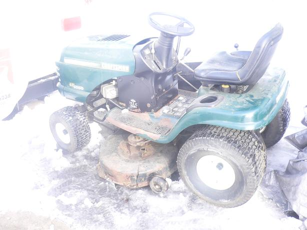 Two lawn tractors with no motors for sale cumberland gatineau for Lawn tractor motors for sale